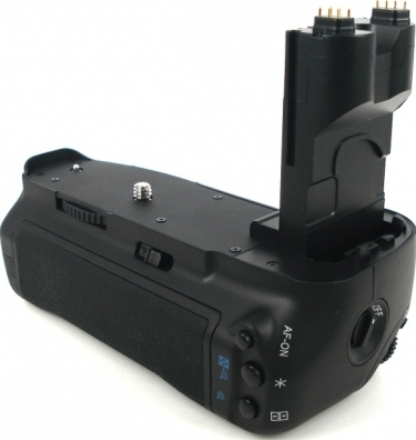 Canon BG-E7 Battery Grip for the EOS 7D Digital SLR Camera