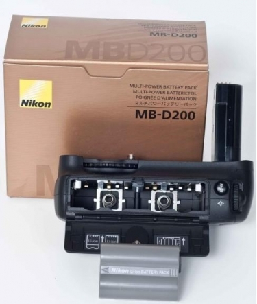 Nikon MB-D200 Battery Holder for Nikon D200 Camera